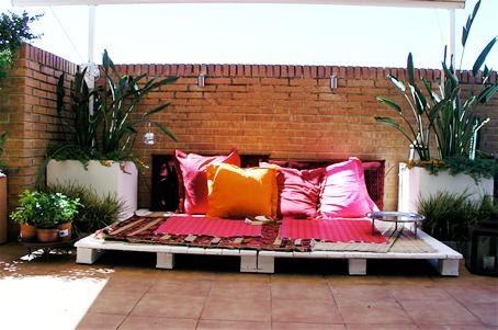Decoraci n de exteriores con palets lovepops for Palets decoracion terraza